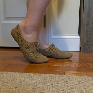 Taupe low-cut Lace Flats